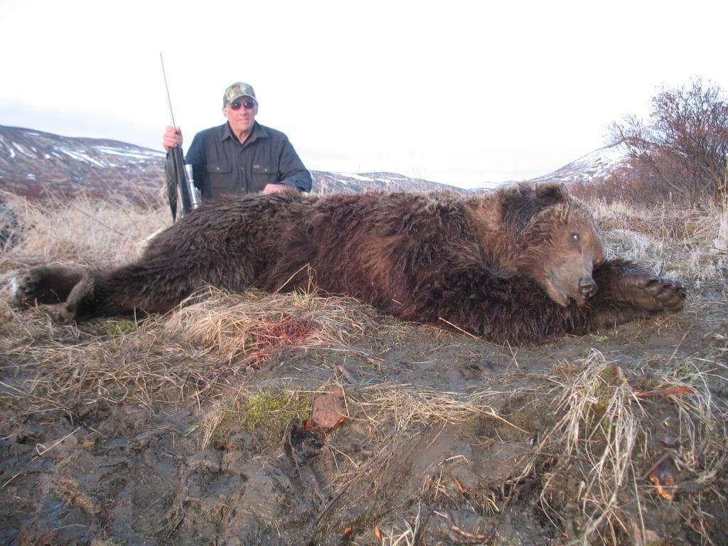 Alaska Brown Bear hunter photo.